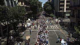 La coda chilometrica per l'ultimo saluto a Maradona, a Buenos Aires, Argentina
