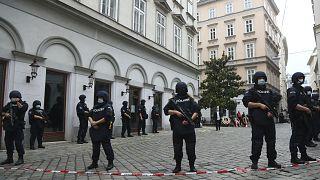 Avusturya'nın başkenti Viyana'da 2 Kasım'da meydana gelen saldırının ardından güvenlik güçleri merkezi noktalara konuşlandırıldı