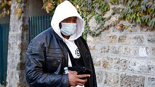 Perşembe günü yayınlanan görüntülerde sadece Michel ön adıyla bilinen bir müzik yapımcısının şiddet kullanılarak tutuklanma anı yer alıyor