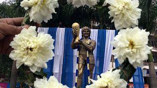 Pluie d'hommages après la mort de Maradona