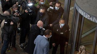 بیرون دادگاه آنتورپ بلژیک