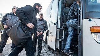 وزیر کشور آلمان خواستار مستثنی کردن مجرمان سوری از قانون توقف اخراج مهاجران شد