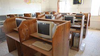 Des bénévoles redonnent vie à une école dévastée par la guerre