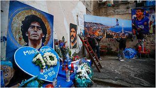 لوحات معلقة في مدينة نابولي لدييغو مارادونا