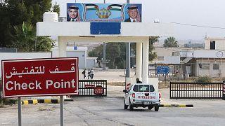 سيارة تصل إلى معبر جابر الحدودي بين الأردن وسوريا، 15 تشرين الأول 2018