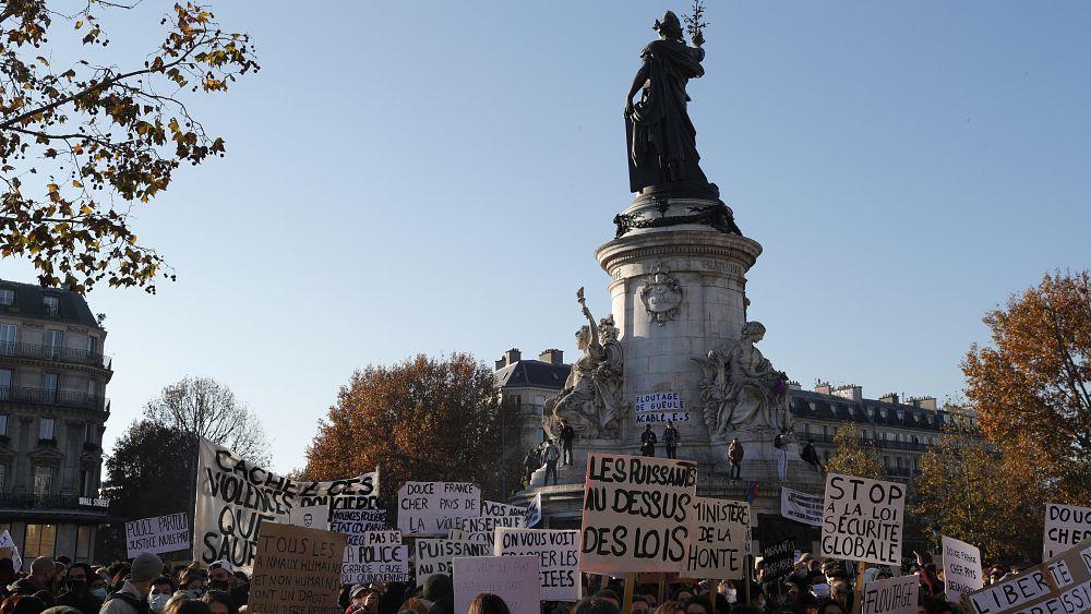 Fransa'da polis şiddeti ve güvenlik yasa tasarısını protesto edenlere biber gazlı müdahale