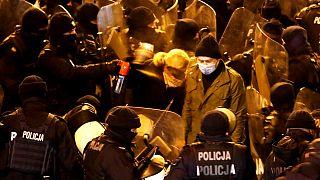 Polícia usa gás lacrimogéneo contra deputada da oposição, Barbara Nowacka