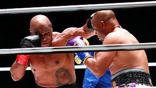 Mike Tyson e Roy Jones Jr. mostraram golpes impressionantes em Los Angeles
