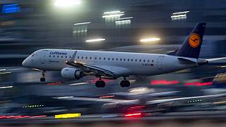 Lufthansa gép landol Frankfurtban