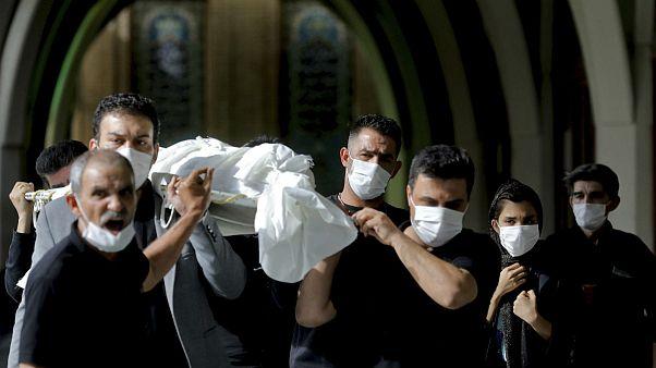 تشییع پیکر یک بیمار جانباخته از بیماری کووید-۱۹ در بهشت زهرای تهران
