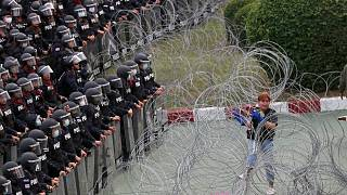 تجمع معترضان در برابر پادگانی در تایلند