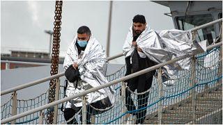 صورة أرشيفية للاجئين بعد إنقاذهما