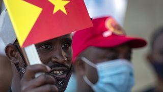 أفراد من مجتمع تيغراي ايحتجون على الصراع في إقليم تيغراي الإثيوبي