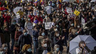 الآلاف يتظاهرون في مدريد دعما لنظام الصحة العامة الإسباني