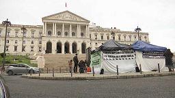 Huelga de hambre frente al Parlamento portugués por las restricciones