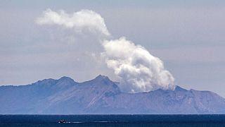 ثوران بركان وايت آيلاند  في واكاتاني  في 9 ديسمبر 2019