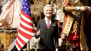 Joe Biden figurája egy nápolyi üzlet kirakatában