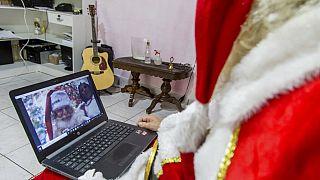 Covid-19 sebebiyle Noel Baba ziyaretlerini internet üzerinden konuşma gibi teknolojik yenilikler aldı.