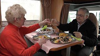 Un couple dans un camping-car en Belgique