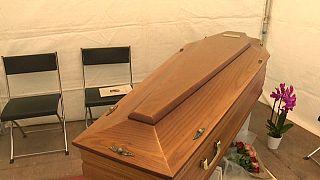 Des cercueils sous les tentes à Carouge