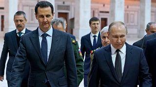 صورة نشرتها وكالة الأنباء السورية الرسمية  تظهر الرئيس السوري بشار الأسد يزور المسجد الأموي التاريخي برفقة الرئيس الروسي فلاديمير بوتين في دمشق القديمة، 7 كانون الثاني 2020