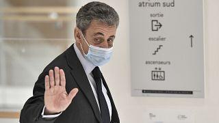 Ξεκίνησε η δίκη του Σαρκοζί - «Αχρειότητες» χαρακτήρισε τις κατηγορίες