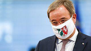 Armin Laschet mit Maske (Archiv)