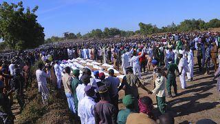 Bestattung der Opfer.