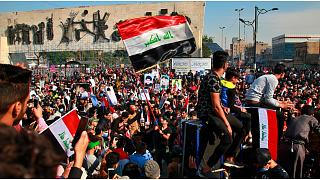 آلاف المحتجين في العراق مع ارتفاع حصيلة قتلى صدامات الأسبوع الماضي