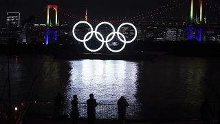 طوكيو تعيد النصب التذكاري العملاق