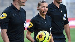Archives : Stéphanie Frappart arbitrant une rencontre du championnat de football masculin, la Ligue 1, entre Nîmes et Marseille, le 9 août 2020