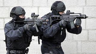 Tatbikat yapan Alman polisi (arşiv)