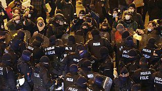Enfrentamientos entre policía y manifestantes este sábado 28 de noviembre en Varsovia