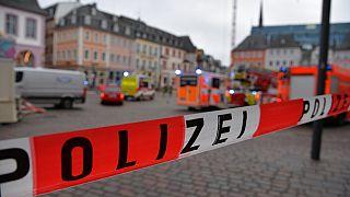 Polizeiabsperrung nach Amokfahrt in Trier, 01.12.2020