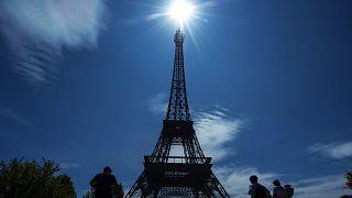 Das Pariser Wahrzeichen: der Eiffelturm.