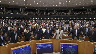 أعضاء البرلمان الأوروبي  بعد التصويت على انسحاب المملكة المتحدة من الاتحاد الأوروبي، بروكسل