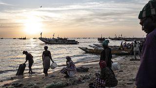 Sénégal : à Mbour, des jeunes tentés de prendre le large