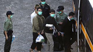 Οι κατηγορούμενοι ακτιβιστές λίγο πριν τη μεταφορά τους στο δικαστήριο