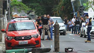 الشرطة البرازيلية تجمع الأدلة المتعلقة بعملية السطو المسلح الذي نفذه عشرات الأشخاص المسلحين على مصرف جنوبي البلاد