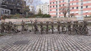 """""""Pescar"""" bicicletas em Paris"""