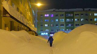 Winterszenen aus Norilsk: Massenweise Schnee