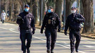 Járőröző ukrán rendőrök a kárpátaljai Ungváron, 2020. márciusában