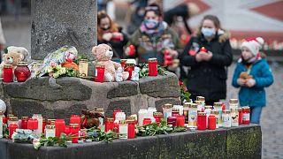 شمعهای روشن بیاد قربانیان حمله در شهر تری یر