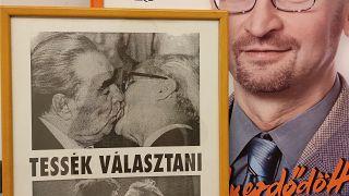 Plakát Szájer József brüsszeli irodájánál