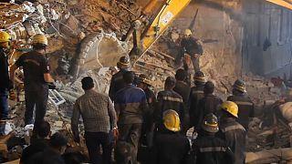 عمليات بحث وانقاذ بعد انهيار بناية في الإسكندرية