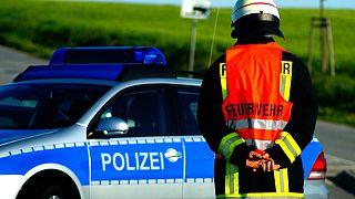 Polizeiauto und Feuerwehrmann in Deutschland