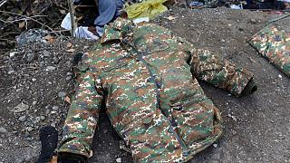 Fuzuli'de bulunan bir asker paltosu (arşiv)