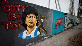 Maradonára emlékező graffiti