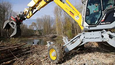 Clearing log jams on the river Aude is part of the pro-active approach to flood risk management