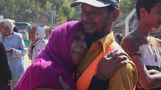 Réfugiés rohingyas en pleurs avant la séparation